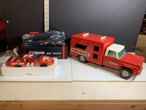 VINTAGE METAL EMERGENCY TOY VEHICLE, SLIM JIM DIE CAST CAR AND COMAN MINI TRIPOD