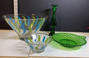 MID CENTURY MODERN CHIP AND DIP BOWL WITH GREEN PERFUME BOTTLE AND SERVING DISH