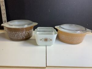 PYREX COVERED CASSEROLE DISHES (3)