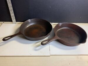 CAST IRON WAGNER WARE SKILLET AND 7Y SKILLET