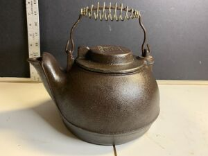 WAGNER'S CAST IRON TEA POT