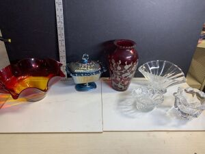 CRYSTAL, CARNIVAL GLASS AND COLORFUL ART GLASS PIECES