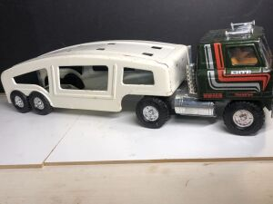 VINTAGE 'ERTL' INTERNATIONAL SEMI TRACTOR AND CAR HAULER