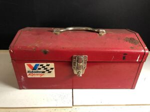 METAL TOOLBOX w/ASSORTED HANDTOOLS