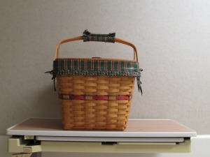 Longaberger Pie/Picnic Basket w/insert and cloth