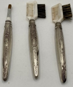 TOWLE STERLING HANDLED GROOMING/MAKE UP BRUSHES. 39.4 G TOTAL WEIGHT