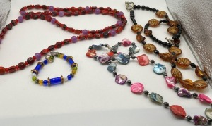 LOVELY ESTATE JEWELRY TO INCLUDE THREE GLASS BEADED OR SHELL NECKLACES INCLUDES TWO BRACELETS.