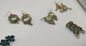 APROXIMATELY FIVE PAIR OF ESTATE JEWELRY EARRINGS.