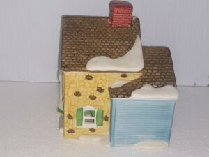 New Lot Added...DEPARTMENT 56 HERITAGE VILLAGE COLLECTION,HAND PAINTED POCELAIN, VERY COLLECTIBLE PIECE, LIGHT CORD MISSING.