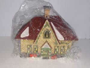 New Lot Added...DEPARTMENT 56 HERITAGE VILLAGE COLLECTION,HAND PAINTED POCELAIN, VERY COLLECTIBLE PIECE, HAS LIGHT AND STILL IN ORIGINAL PLASTIC WRAPPER..