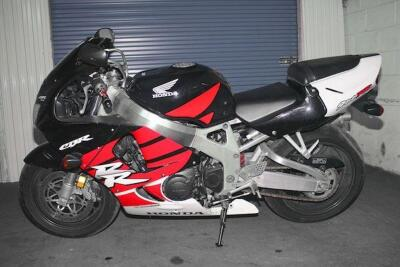 1999 Honda CBR900RR Sport Bike (NO TITLE) (BEING SOLD AS SCRAP/SALVAGE){Only a Certified Salvage/Scrap Dealer May Purchase Salvage/Scrap Vehicles. Must Supply a Copy of License or Certification}
