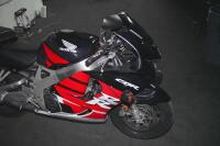 1999 Honda CBR900RR Sport Bike (NO TITLE) (BEING SOLD AS SCRAP/SALVAGE){Only a Certified Salvage/Scrap Dealer May Purchase Salvage/Scrap Vehicles. Must Supply a Copy of License or Certification} - 4