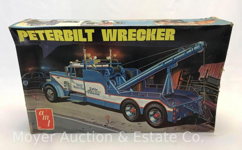 AMT Peterbuilt Wrecker 1/25 scale Model Kit # T522, new, no