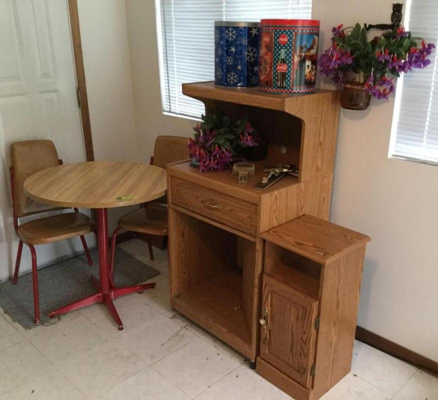 30 inch round dinette table and two matching chairs microwave cart ...