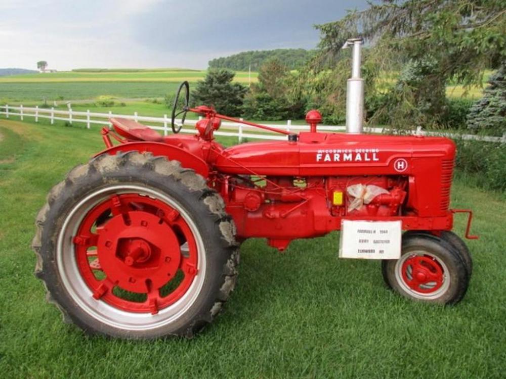 1945 Farmall H narrow front tractor