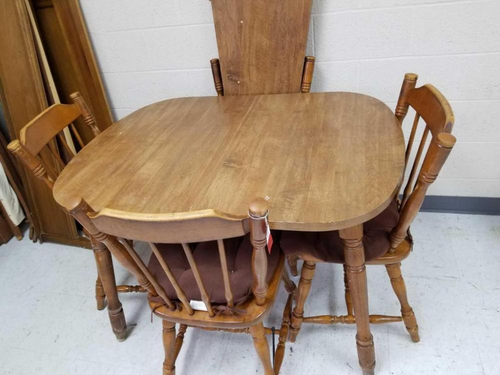 Lot 11 Of 317: Richardson Brothers Kitchen Table And Chairs
